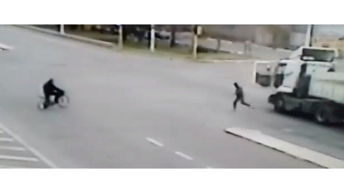 Un camionero tuvo un ejemplar gesto con un ciclista en Mendoza