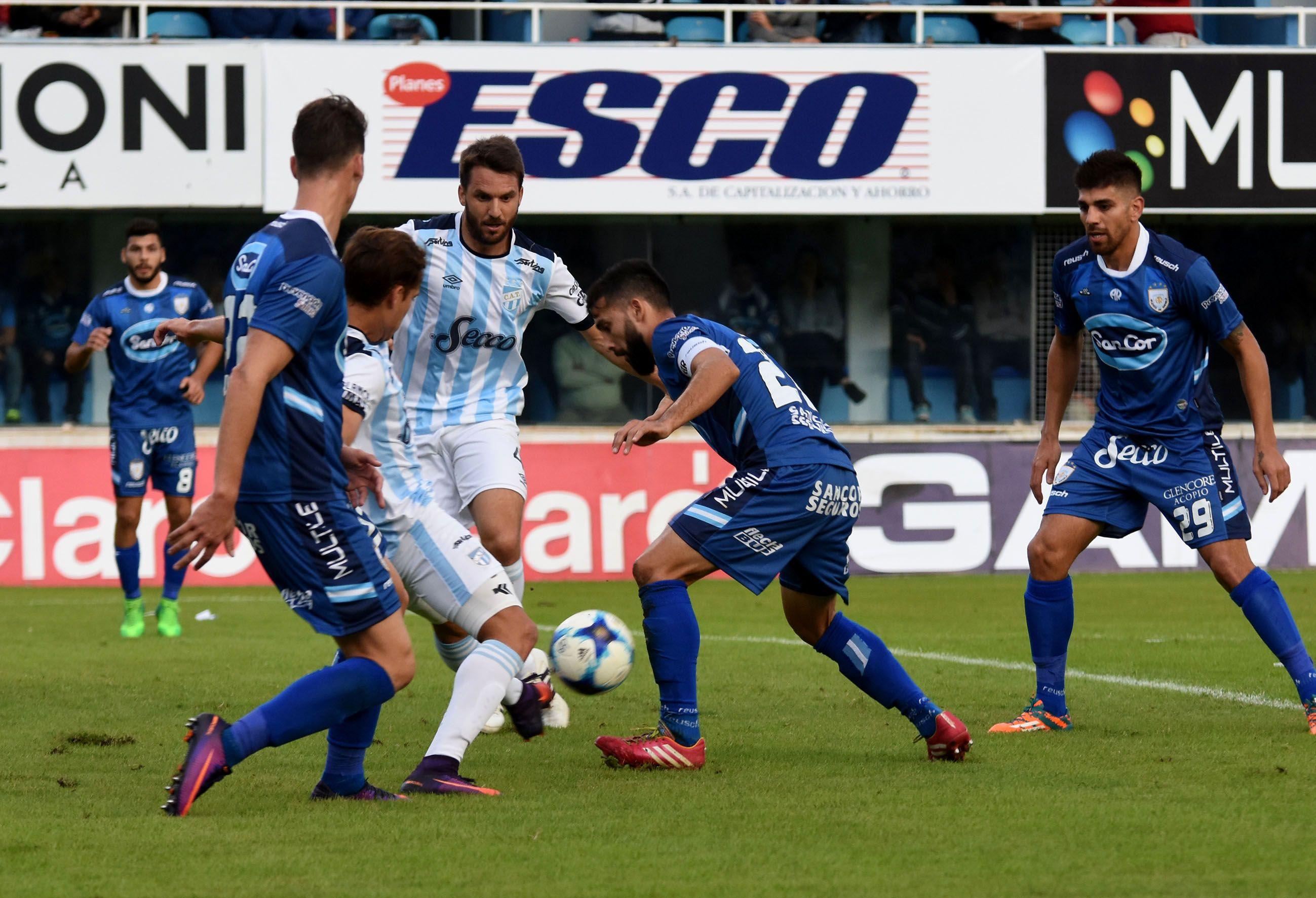 Rafaela le ganó a Atlético Tucumán en la última jugada y sueña con salvarse