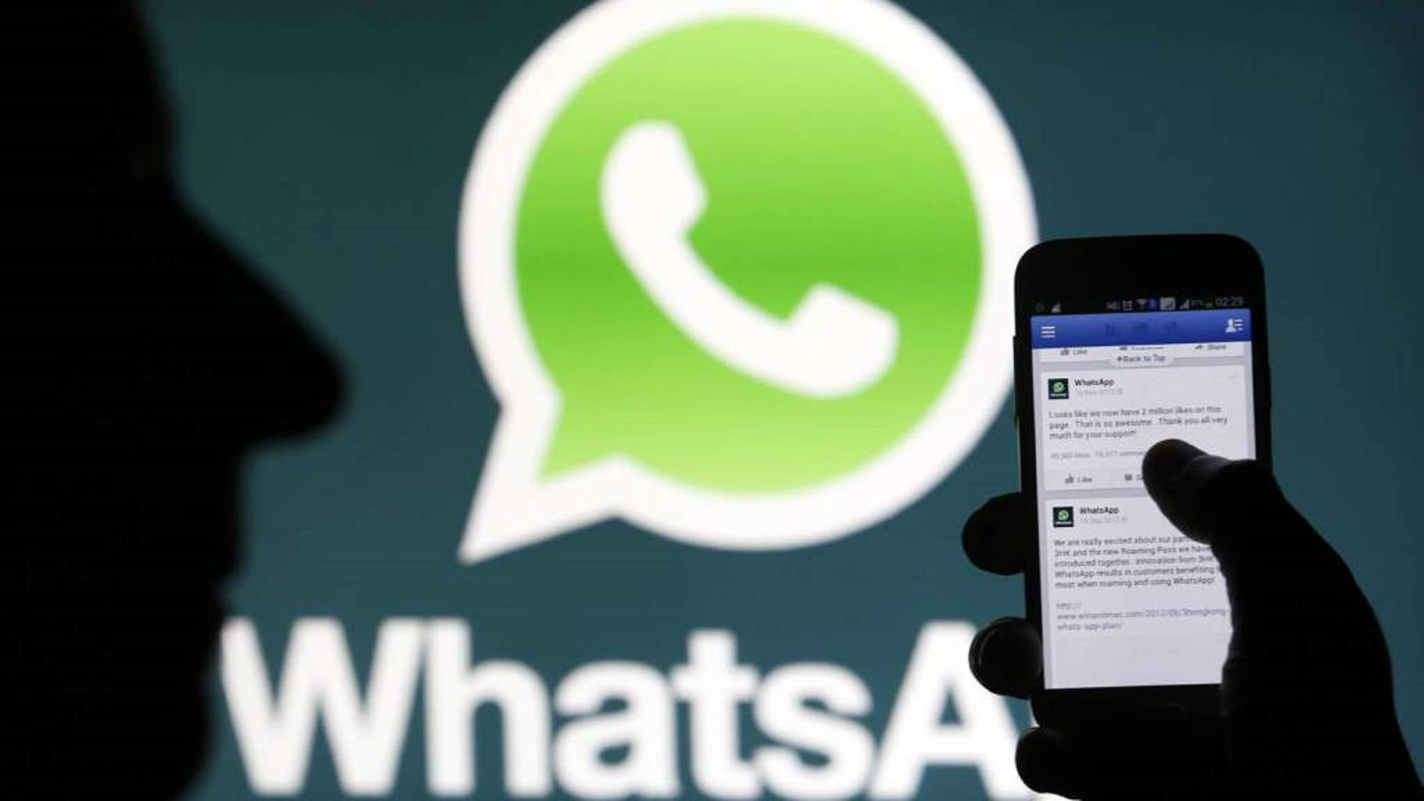 Multan a WhatsApp por compartir datos con Facebook