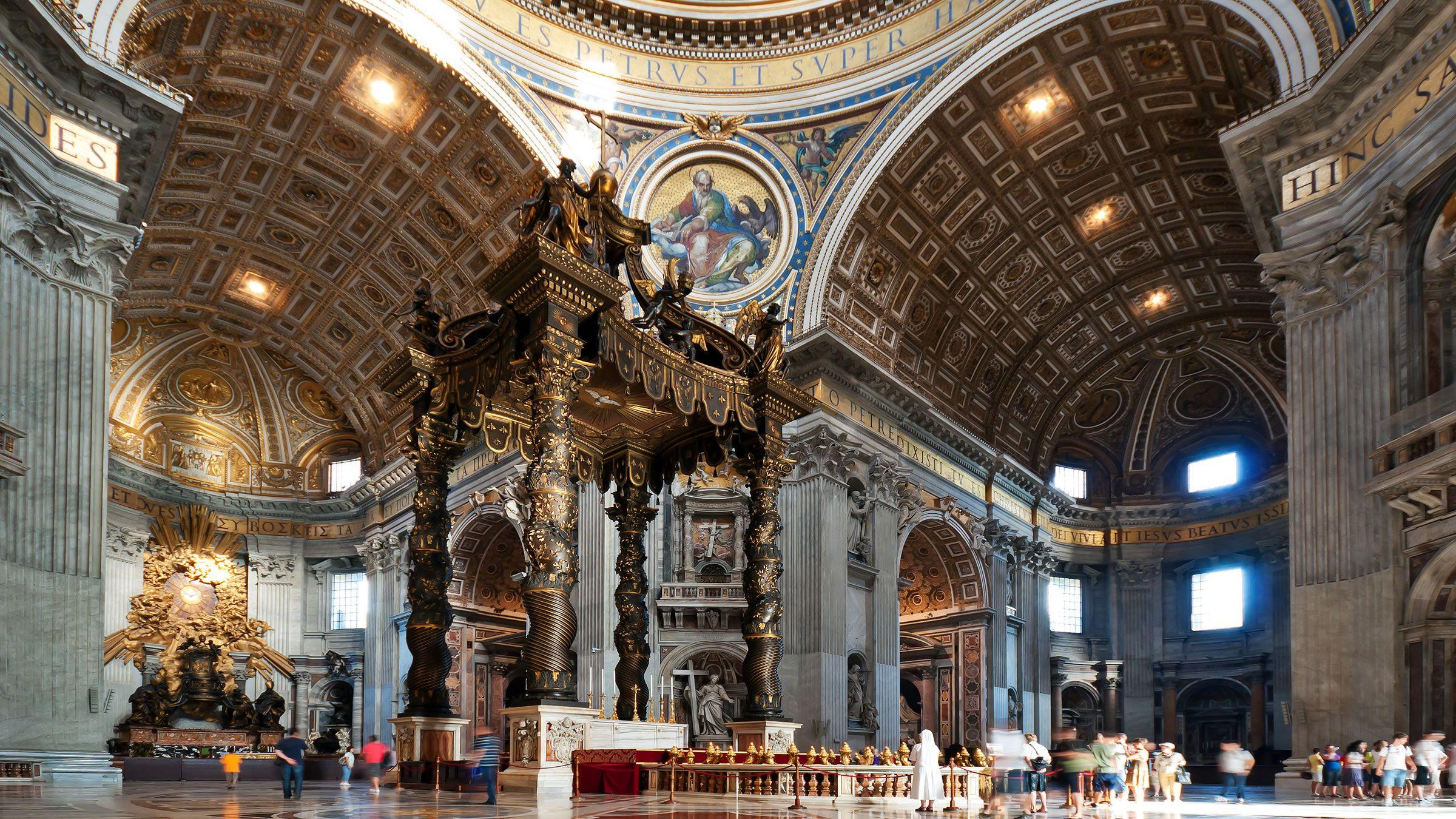 El interior de la Basílica de San Pedro