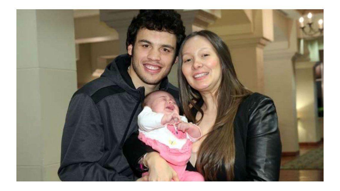 Chavez Jr. junto a su mujer y su pequeña hija Julia