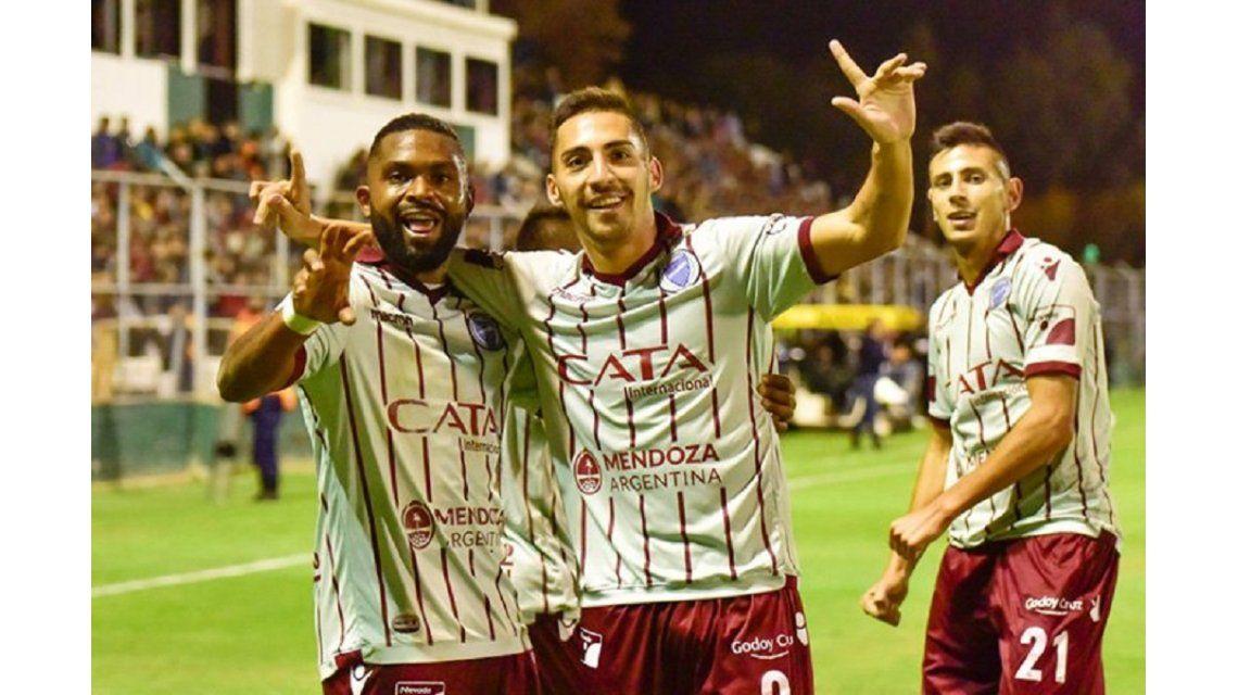 Godoy Cruz festeja su triunfo en el clásico cuyano