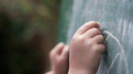 Autorizan a un docente a adoptar a uno de sus alumnos