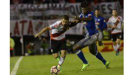La lucha de Rodrigo Mora con un jugador del Emelec