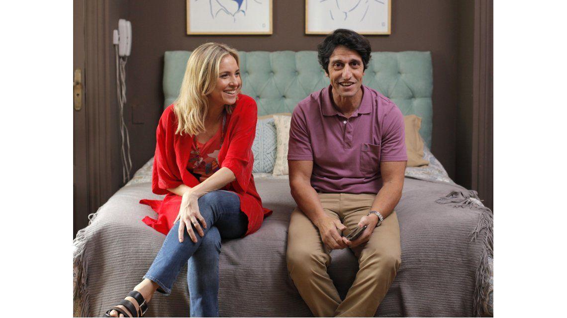 Carla Peterson y Diego Peretti en Mamá se fue de viaje