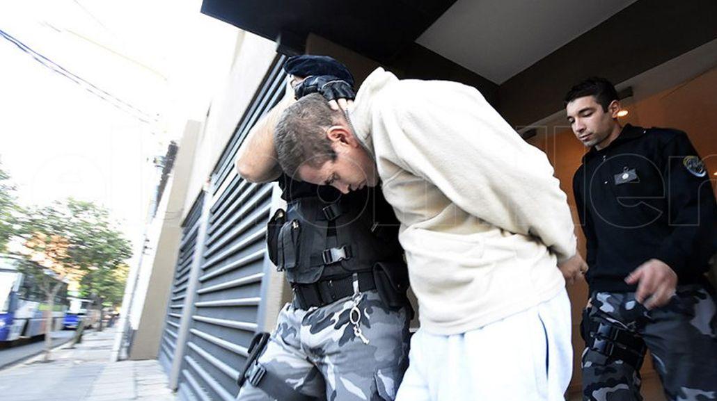 Las últimas imágenes de Lucas Gómez detenido. Gentileza del portal El Chorrillero