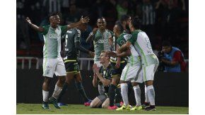 Andrés Ibarguen de Atlético Nacional celebra después de anotar su gol