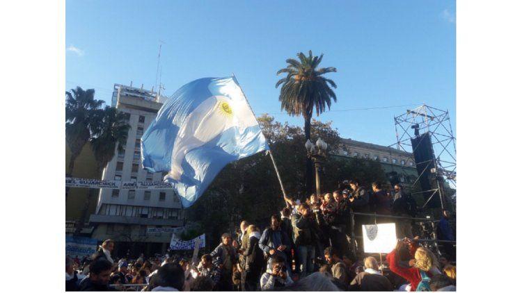 La gente empieza a llegar a Plaza de Mayo