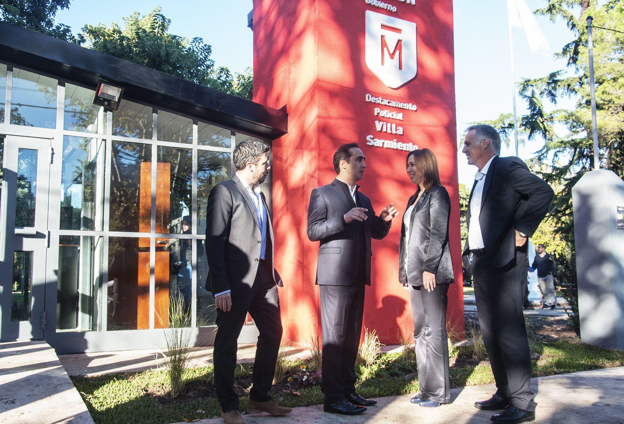 Tagliaferro y Vidal inaugurando un destacamento policial en la Plaza Alsina