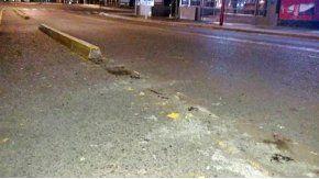 Dos jóvenes arrancaron los cordones de una bicisenda en Bahía Blanca