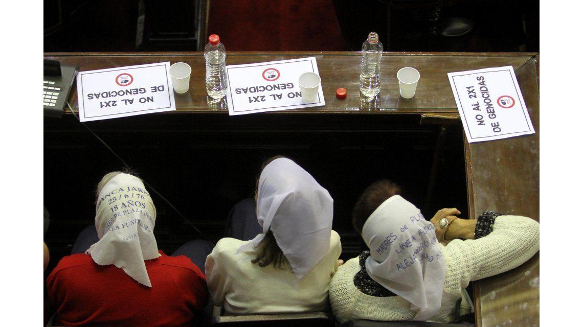 Madres de Plaza de Mayo presencian el debate en Diputados