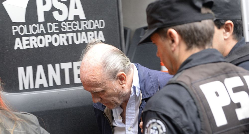 Courtaux al salir de los tribunales de San Martín. Foto Gentileza Gustavo Molfino.