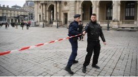 Evacuaron la explanada del Louvre, ante la presencia de bolsos sospechosos