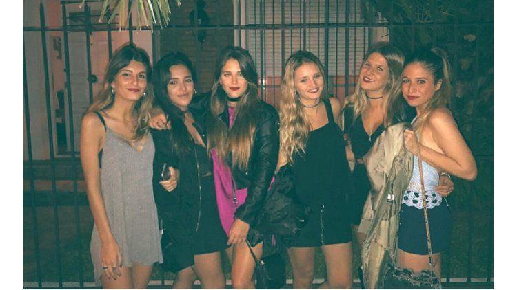 Barbie Vélez con amigas