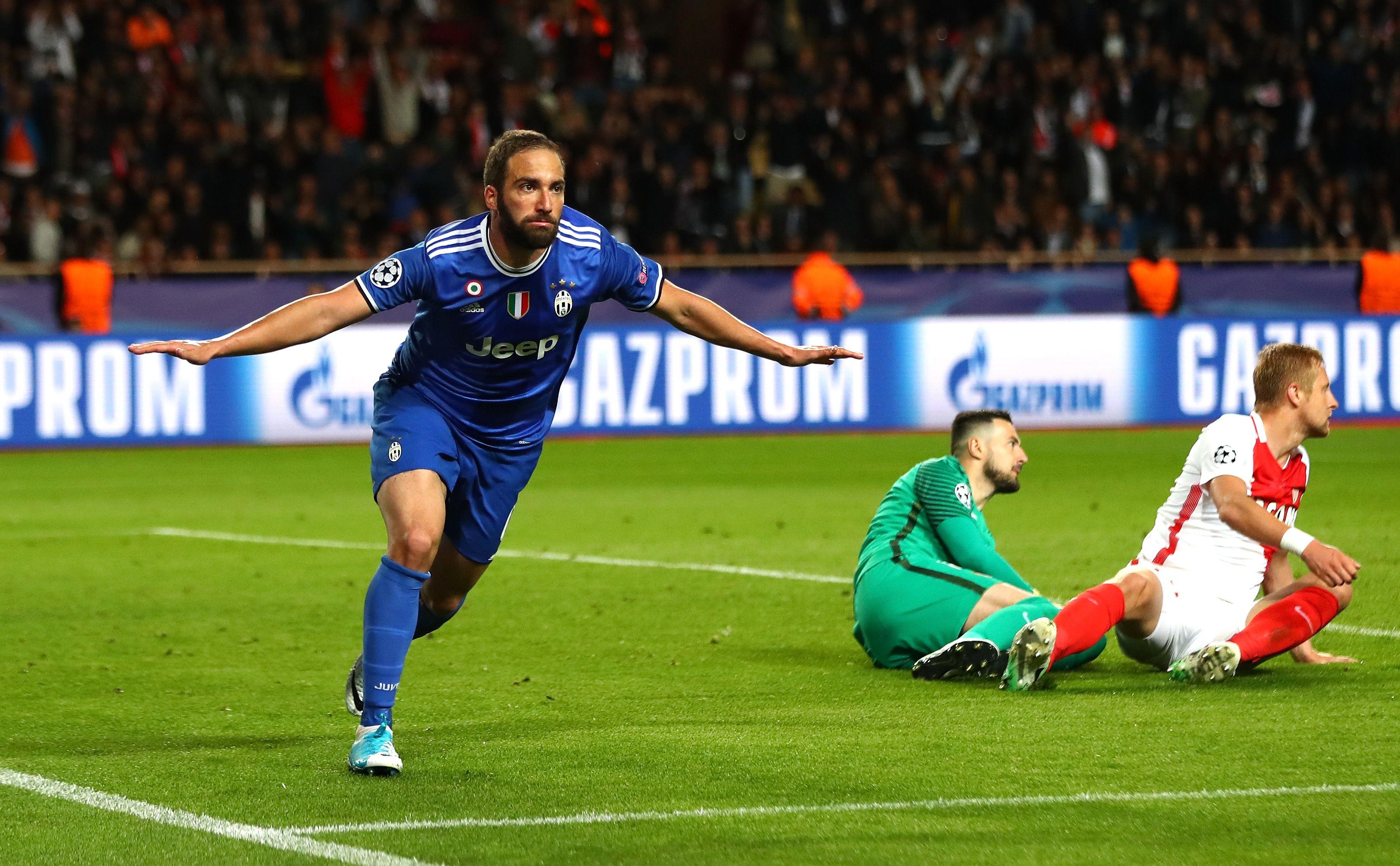 Gonzalo Higuaín celebra ante el Mónaco para la Juventus