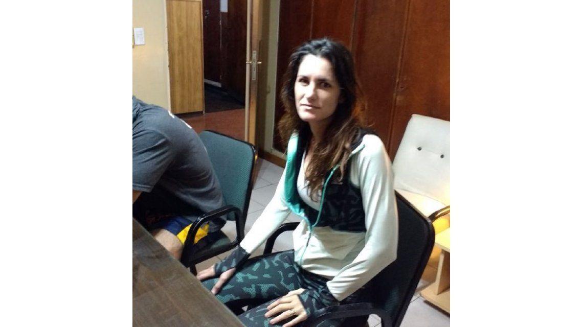 Erica Romero en la comisaría. Foto gentileza La Capital.