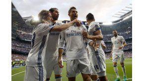El abrazo de CR7 con Modric, Ramos y Casemiro tras su gol