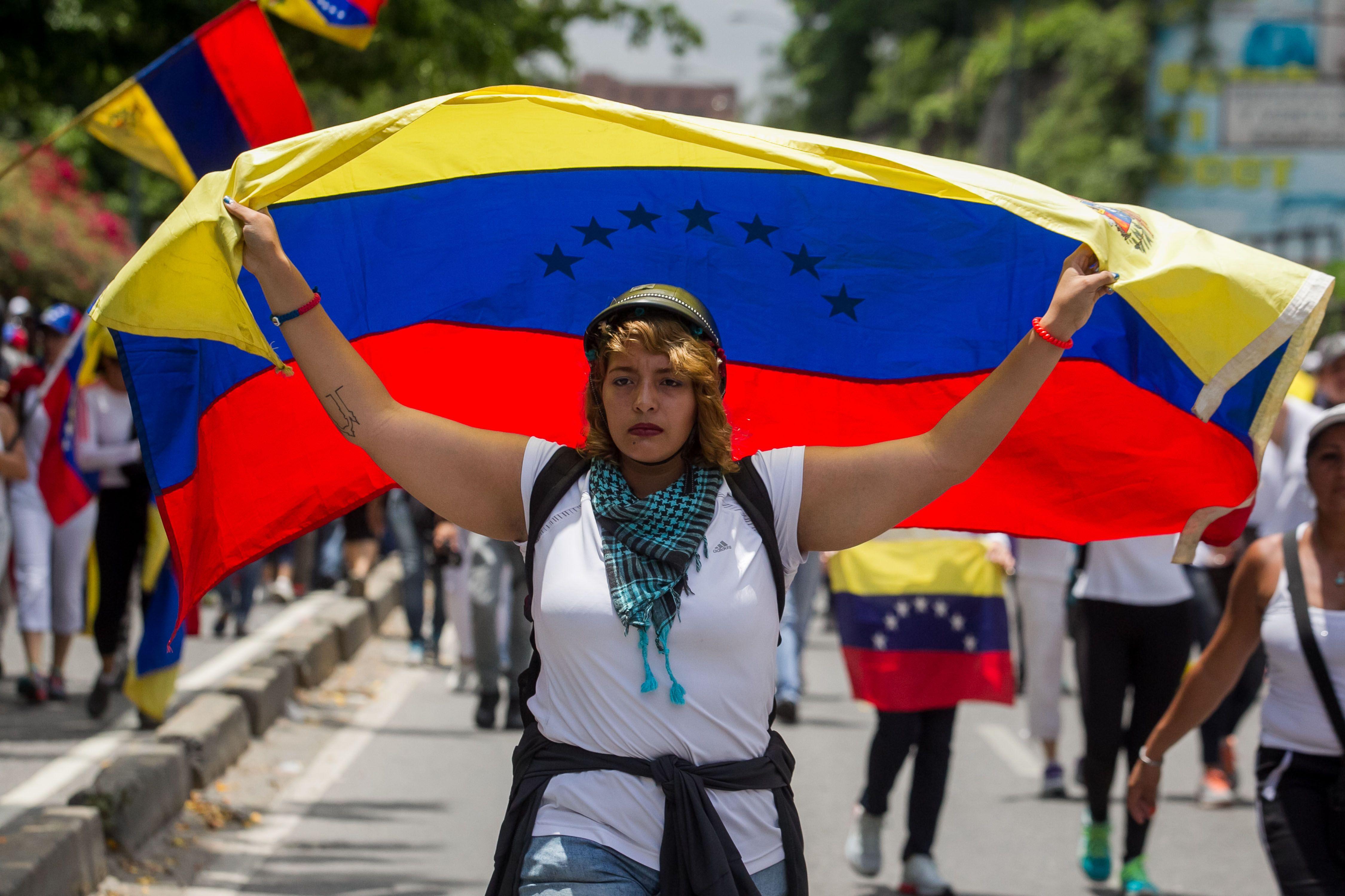 Miles de mujeres se manifiestan en todo el país contra Maduro