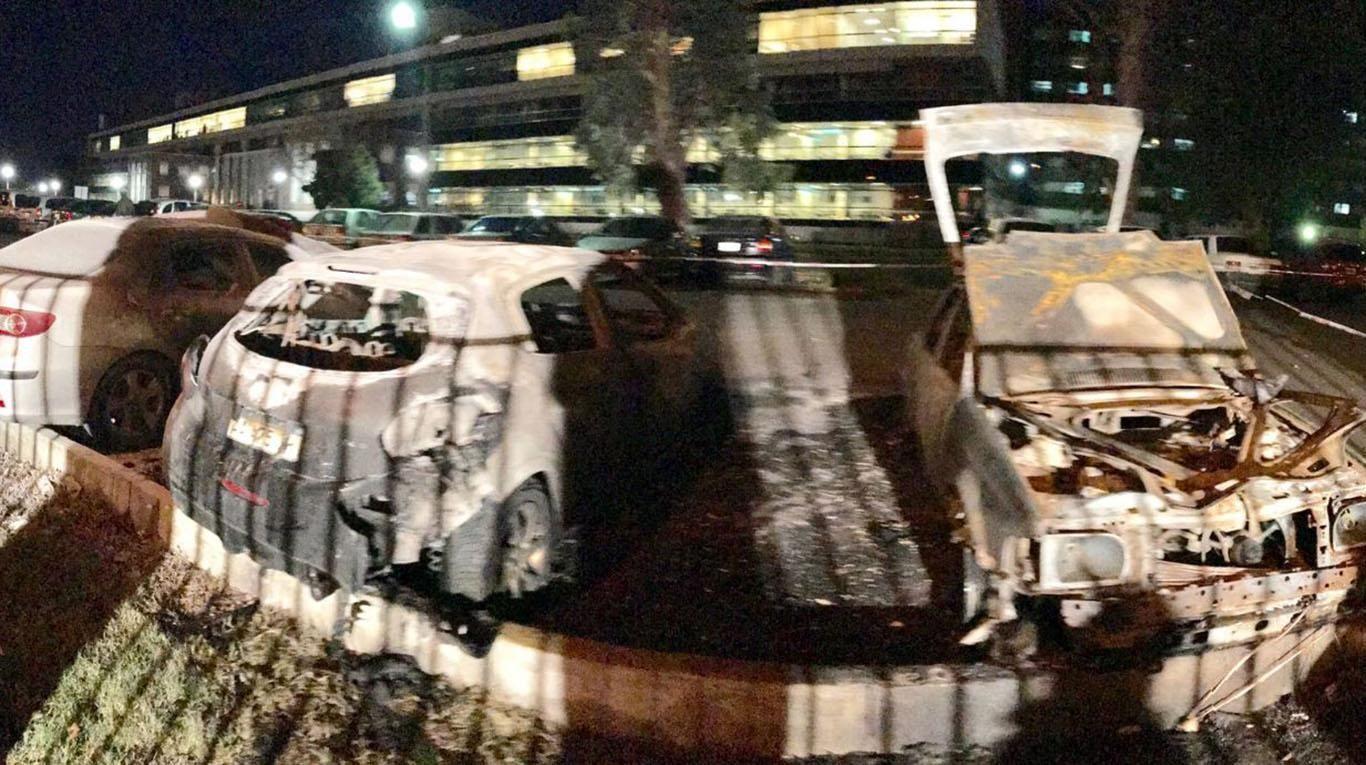 Cuatro fueron los autos incendiados