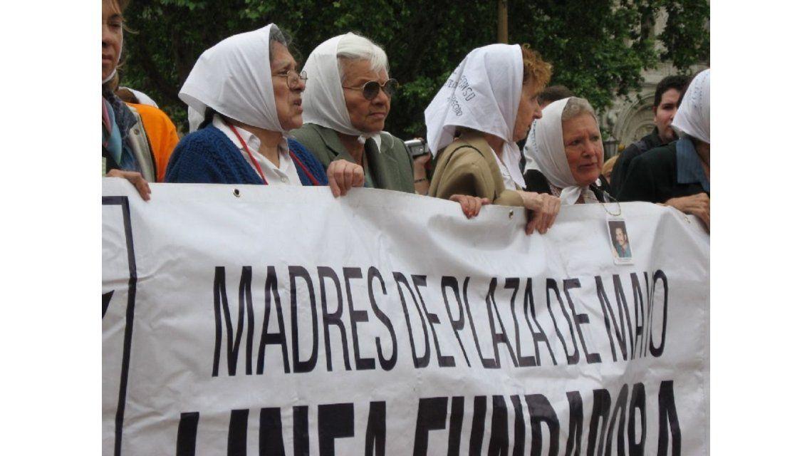 La Linea Fundadora de las Madres va a Plaza de Mayo