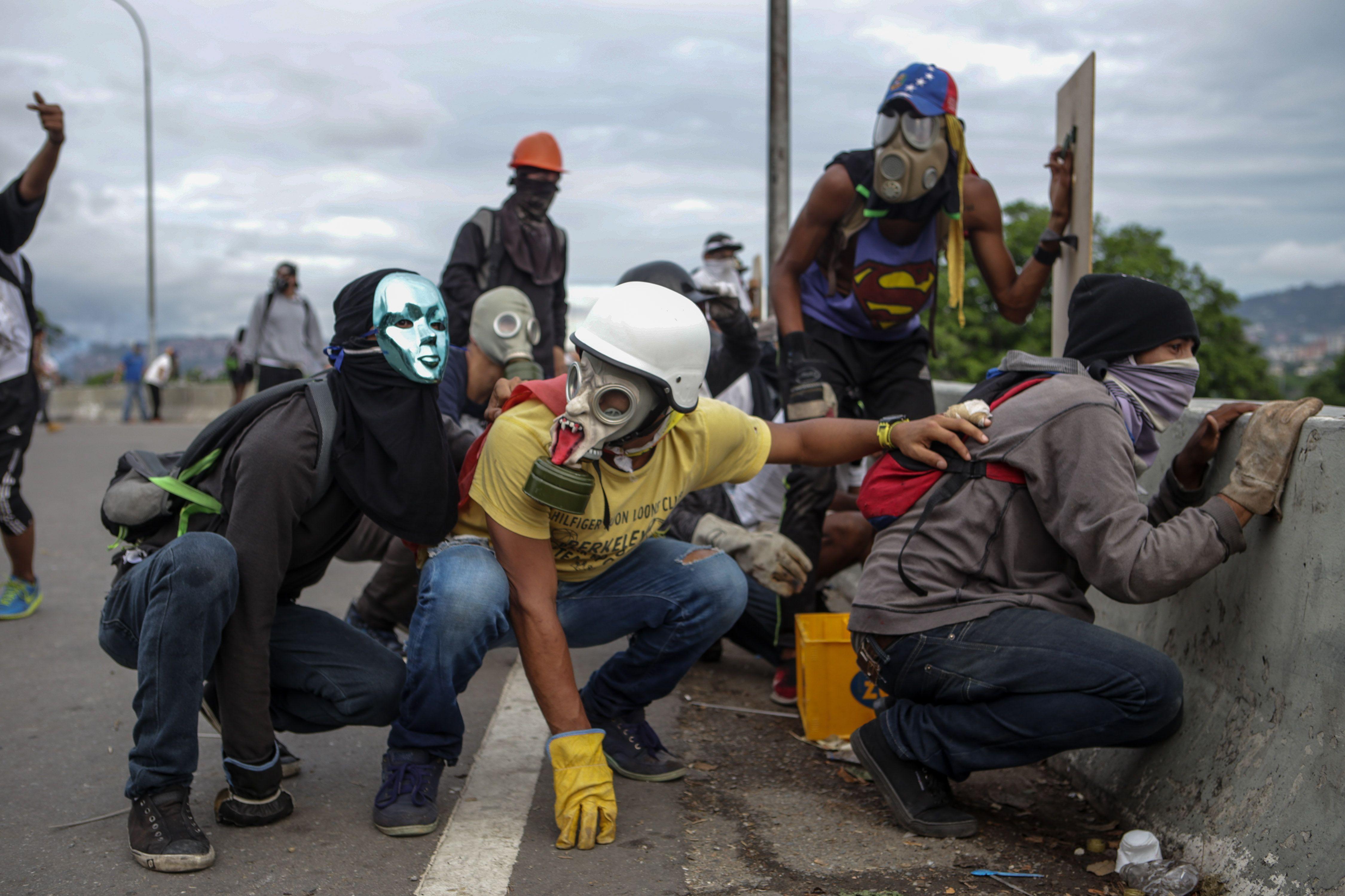 Opositores protestan en Venezuela contra Nicolás Maduro