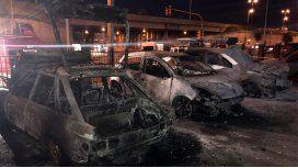 Se incendiaron cuatro autos en el hospital Posadas. Foto @marcelodellisola