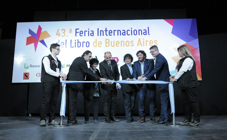 Avelluto estuvo en la inauguración de la 43° Feria Internacional del Libro