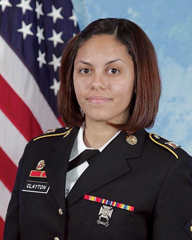 Hilda I. Clayton sacó la foto de la explosión en Afganistán