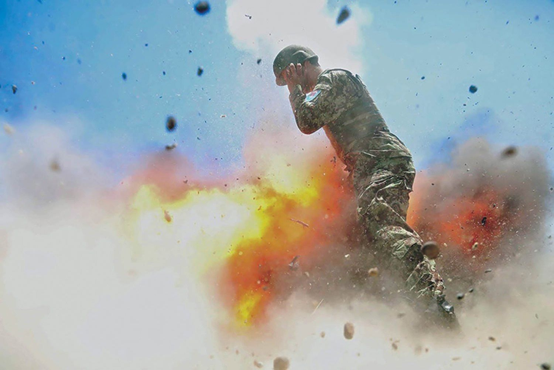 La soldado estaba encargada de registrar cómo salía la prueba