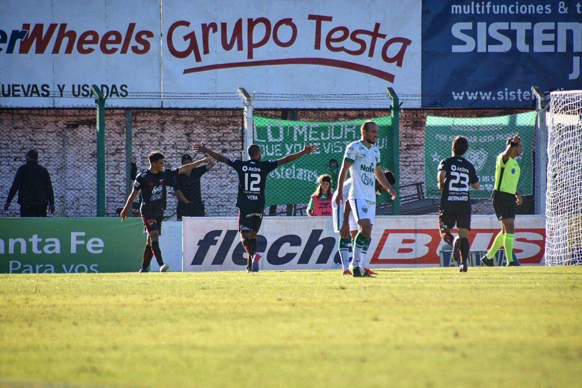 Colón goleó a Sarmiento y quedó tercero
