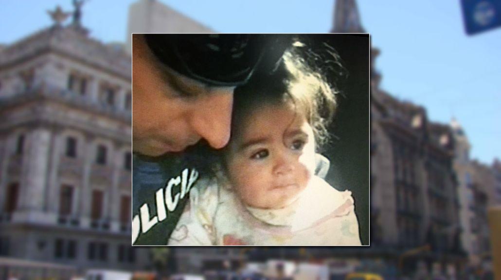 Un policía halló a una beba entre los escombros de la confitería El Molino