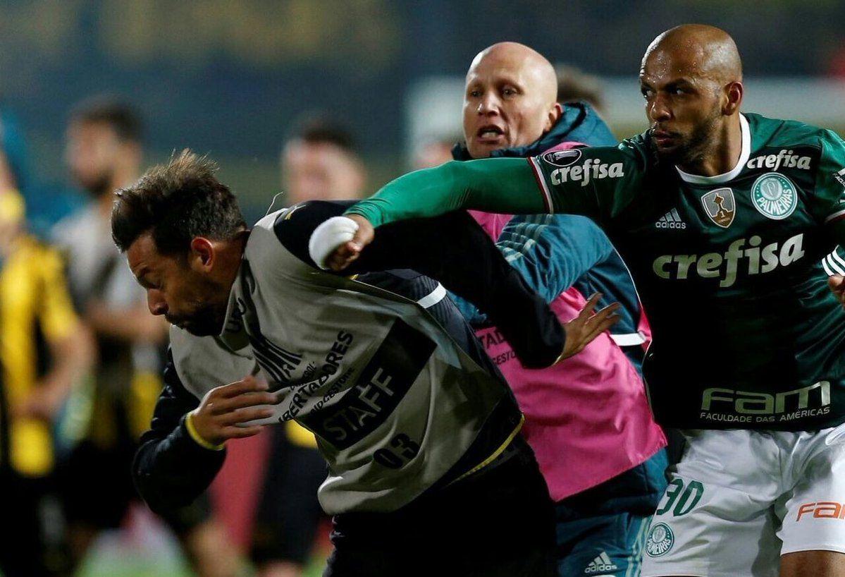 Felipe Melo golpea a Matías Mieres