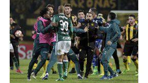 Felipe Melo increpa a los futbolistas de Peñarol
