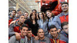 Cristina, con trabajadores de Fiat