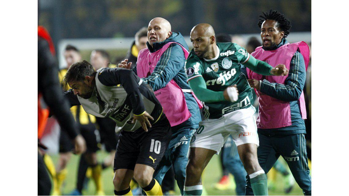 Felipe Melo golpeó a Matías Mieres