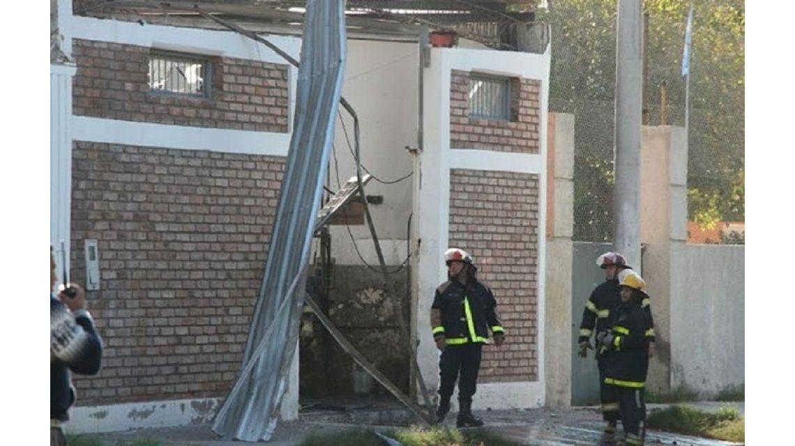 Explotó un taller de GNC cerca de una escuela: dos heridos graves