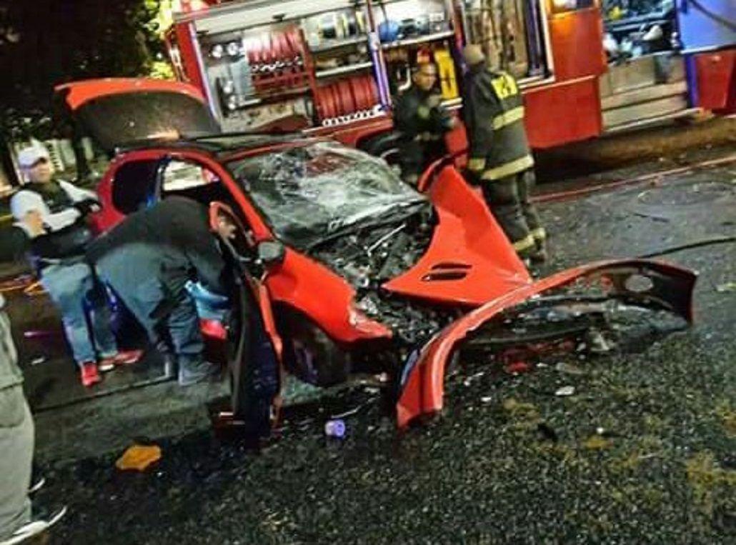 Un auto chocó contra un colectivo en Mataderos: un muerto