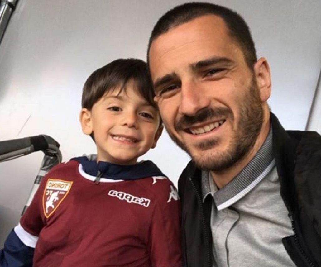 Bonucci y su pequeño hijo posan felices en el Olímpico de Turin
