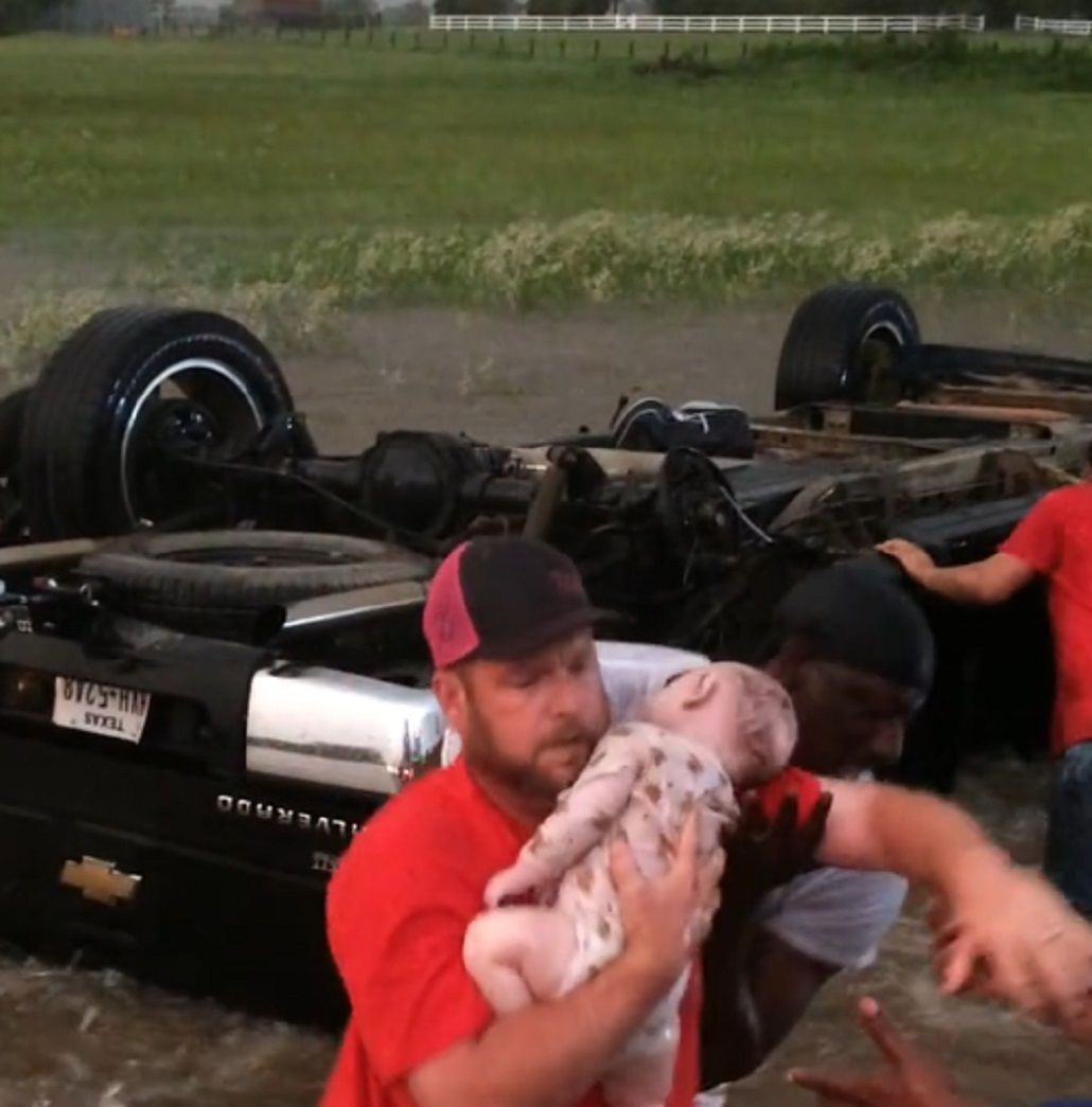 El dramático rescate de un bebé durante los tornados en Texas