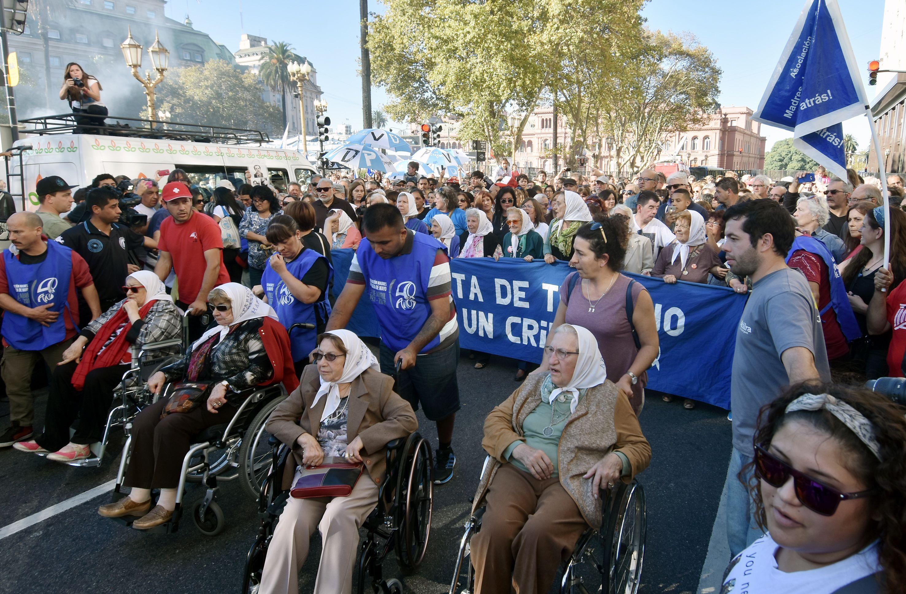 Con críticas al Gobierno, Madres conmemoró sus 40 años de lucha en Plaza de Mayo