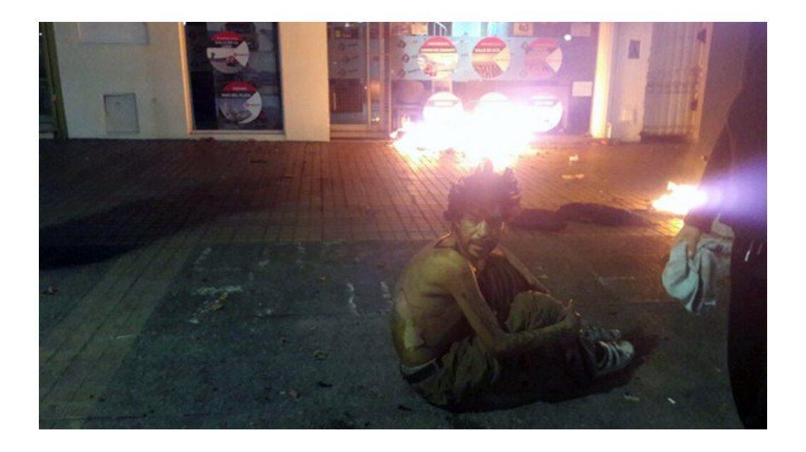 De no creer: prendieron fuego a un indigente en Mendoza