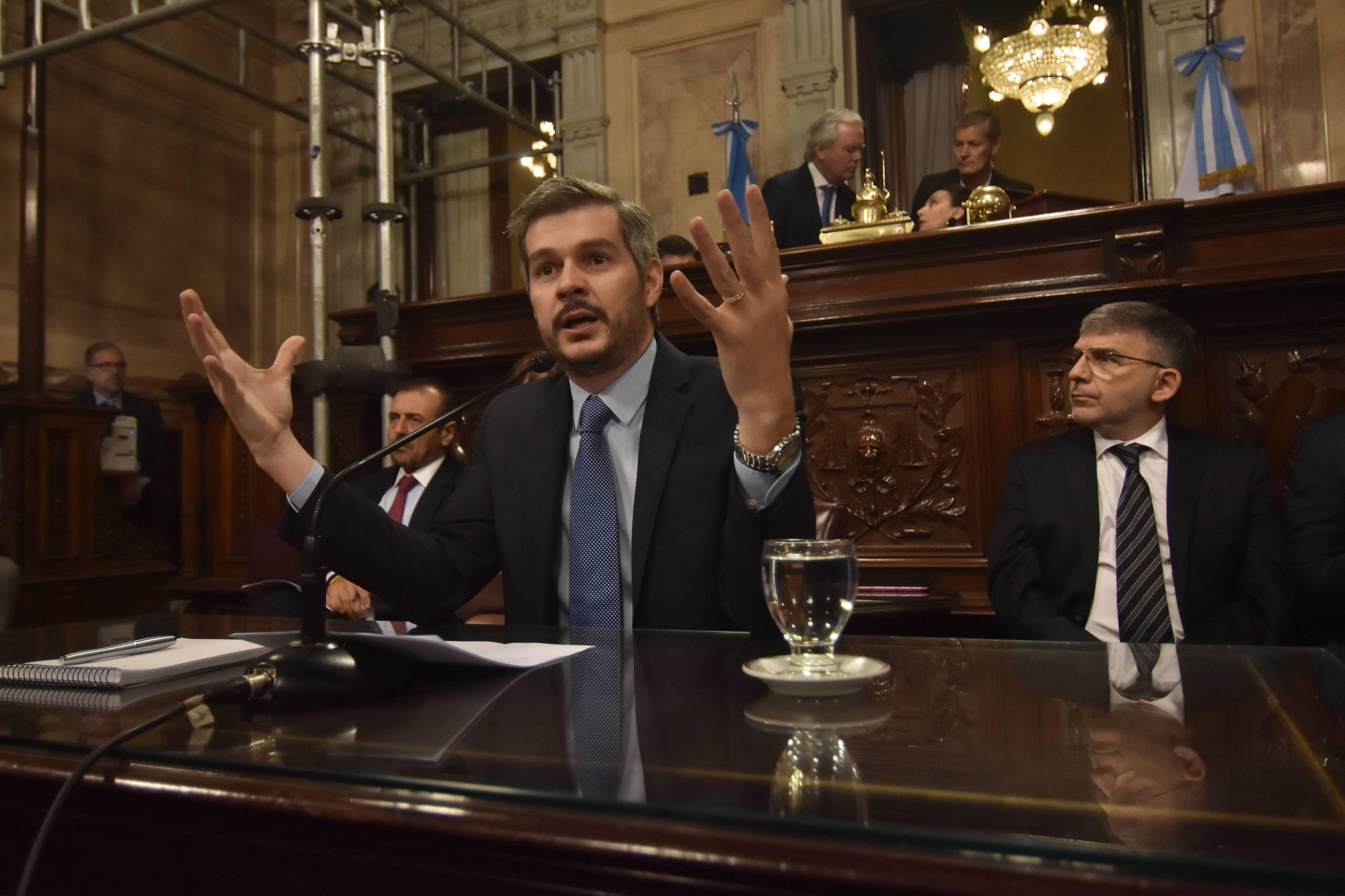 Marcos Peña expone en el Senado