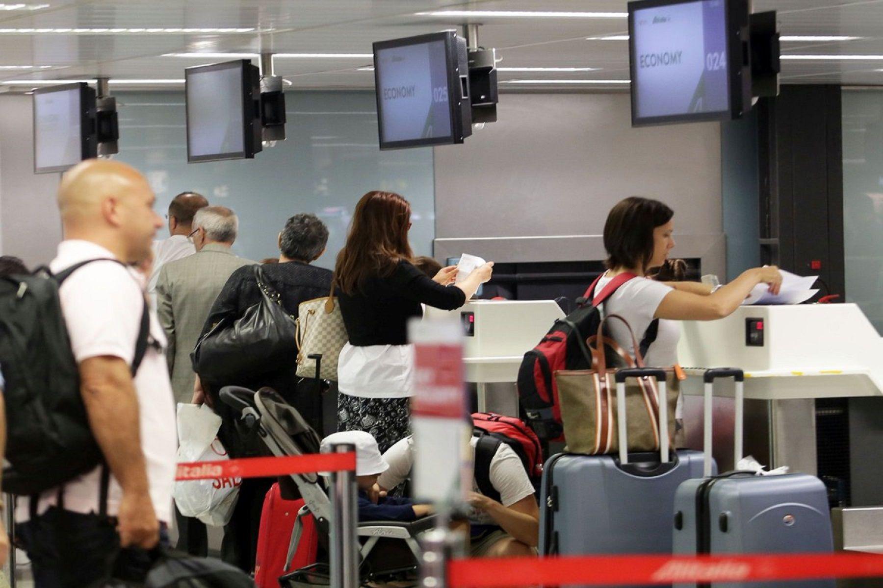 La aerolínea italiana Alitalia será vendida al mejor postor