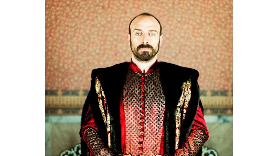 Halit Ergenç como el Sultán Suleimán
