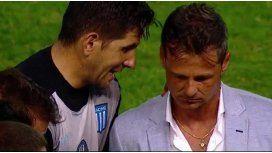 Agustín Orion y Diego Cocca, en una charla después de un partido