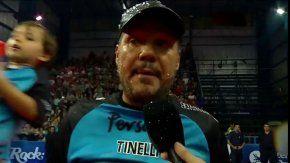 Marcelo Tinelli celebrando el triunfo de Bolívar Voley