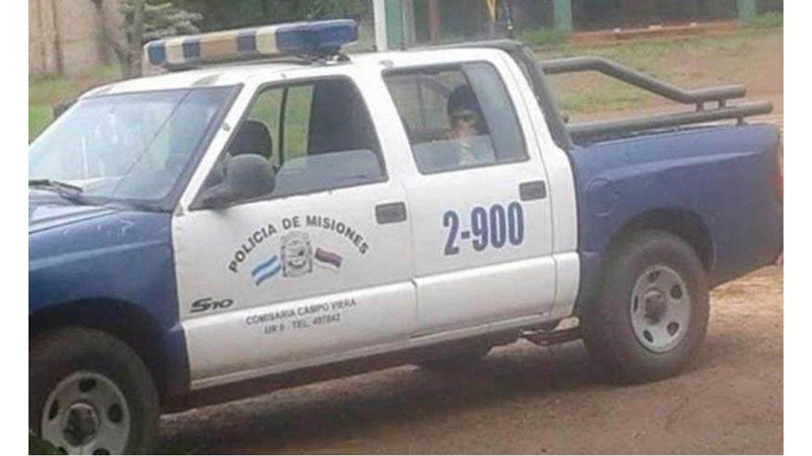 Policías dejaron solo al preso y se fueron a mirar autos