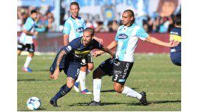 Benedetto, el gran goleador de Boca, intenta desequilibrar