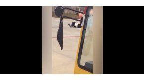 Pareja de chinos peleando en el aeropuerto