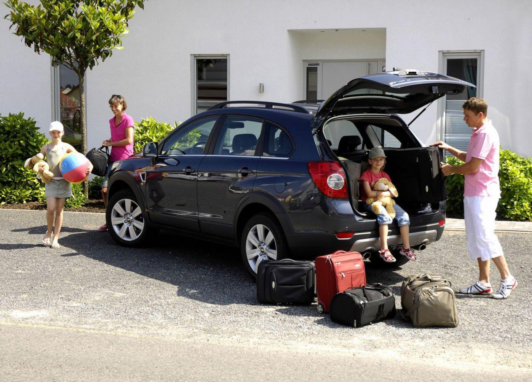 ¿Cuántas personas pueden viajar en un auto?